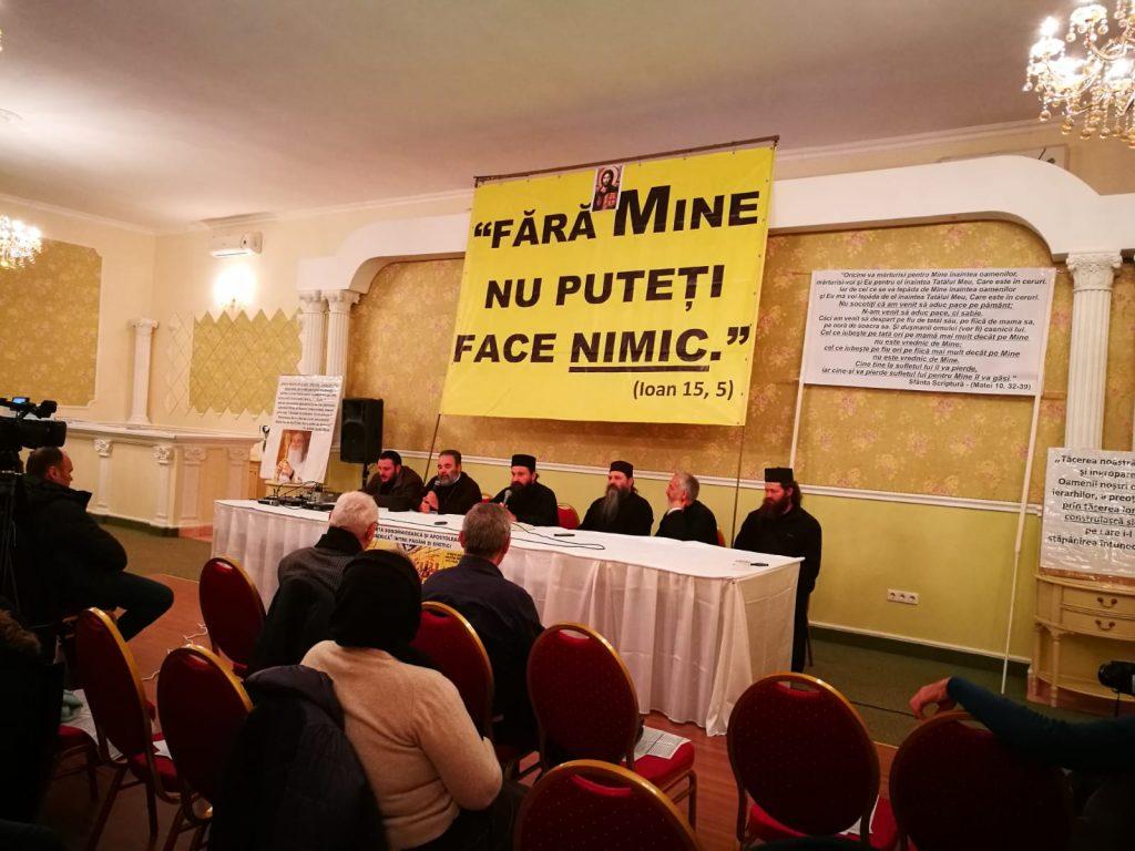 Monahul Sava își ține prima conferință la București în fața unei audiențe puțin numeroase