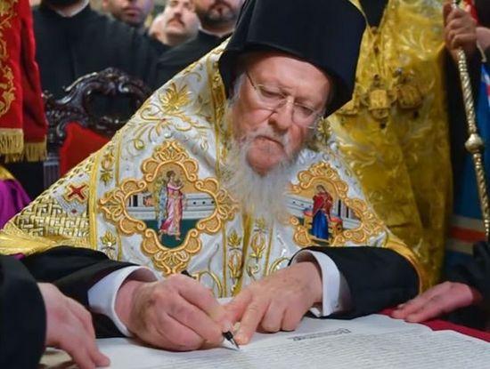 Constantinopolul își impune abuziv și necanonic autoritatea asupra Biserici Ortodoxe