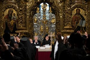 """Președintele Poroșenko laudă episcopii apostați care au ales """"credința ucraineană"""""""