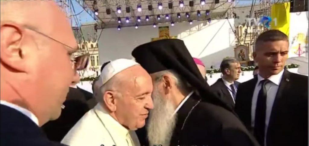 """""""Prințul Bisericii"""", mitropolitul ecumenist Teofan, prezent în Piața Palatului Culturii la adorarea papei"""