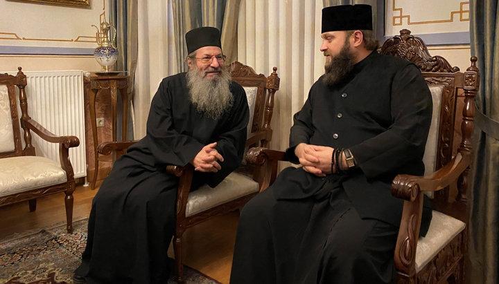 Schismatici ai BOaU au slujit și s-au împărtăşit în Mânăstirea Simonopetra din Sfântul Munte Athos